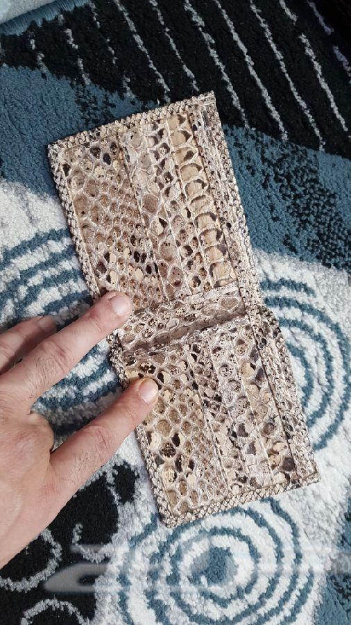 محافظ جلد الثعبان والتمساح طبيعي