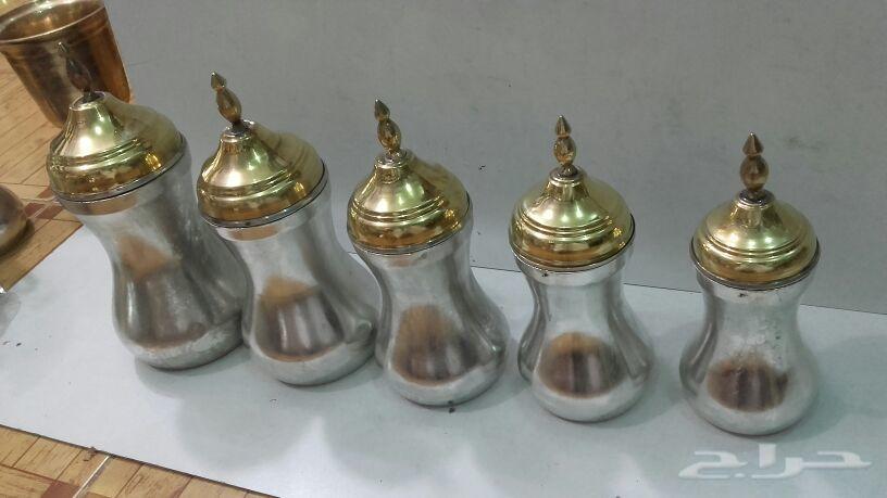 معاميل علا شكل دلال تستخدم للبن وشاي والقهوى