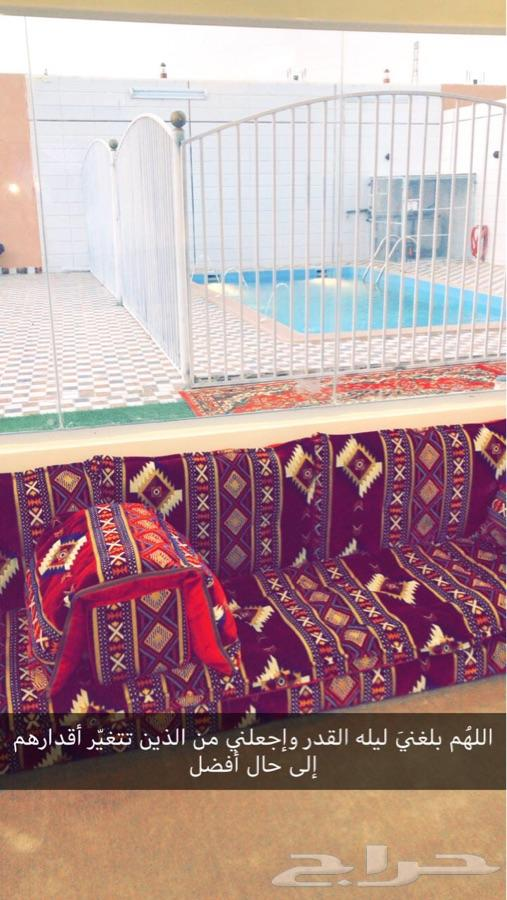 استراحة الجوري بالعقيق يتوفر مسبح وملعب