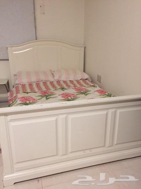 غرفة نوم من ايميا سرير تسريحة ادراج