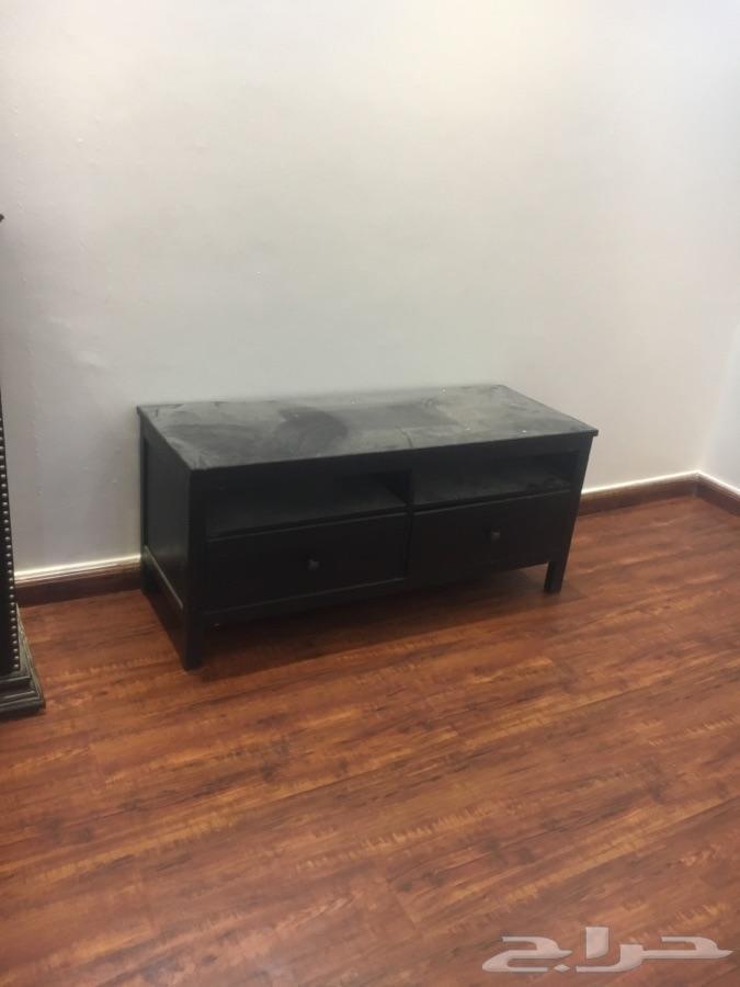 »  بيع طاوله تلفزيون.وكذلك خزانه بحاله جيده