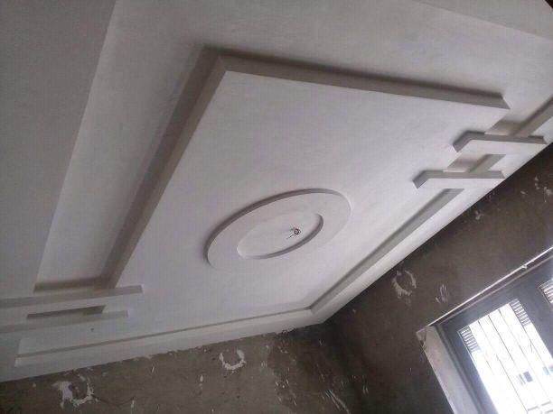 مقاول الجبس. و  سقف. مستعار