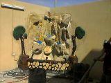 شلالات اسمنتية ونحت ورسم على الجدار