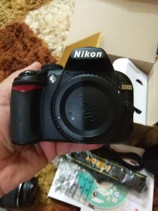 للبيع اوالبدل كاميرا نيكون d3100 جديدة