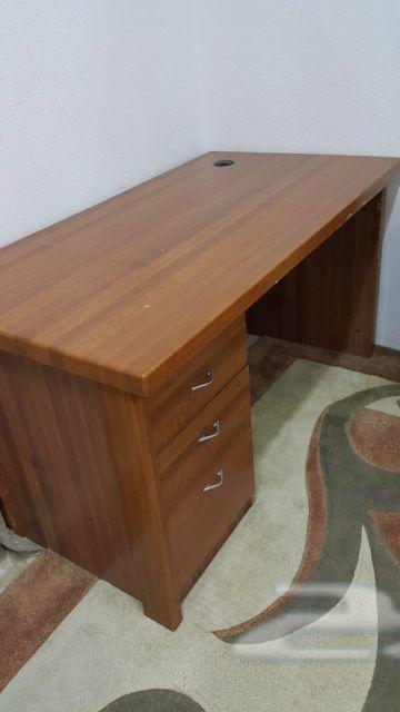 مكتب وطاولة تلفزيون