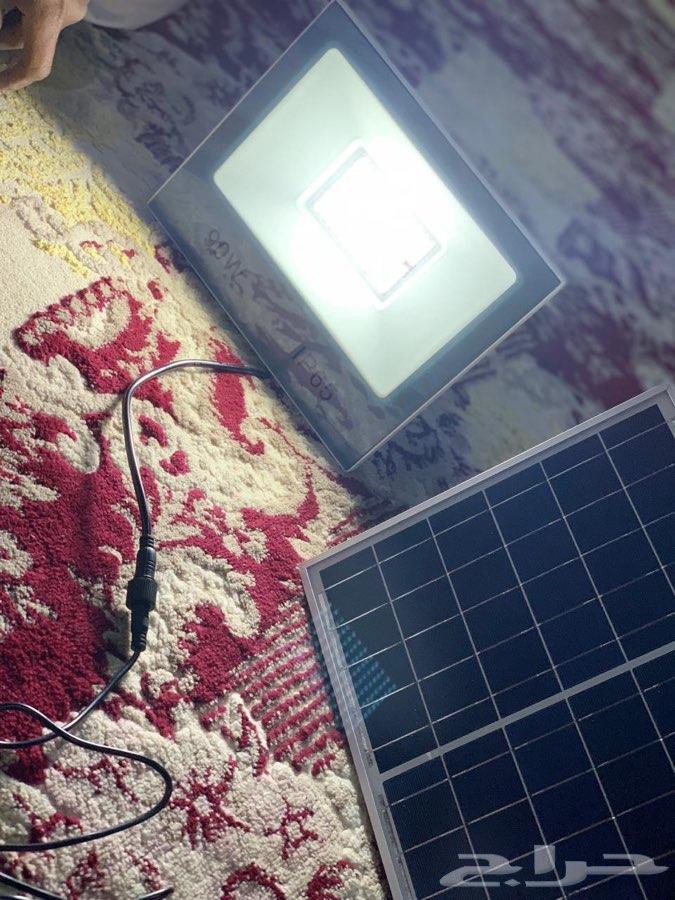 كشاف بالطاقة الشمسية