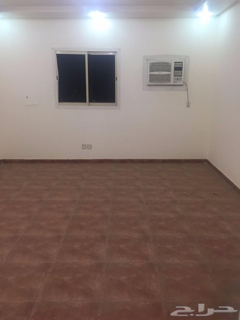 شقة عزاب مميزة بالرياض حي  اليرموك غرفة وحمام