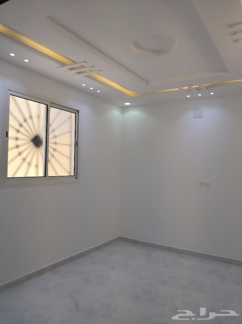 للبيع دور وشقتين بناء شخصي مساحة 370 متر