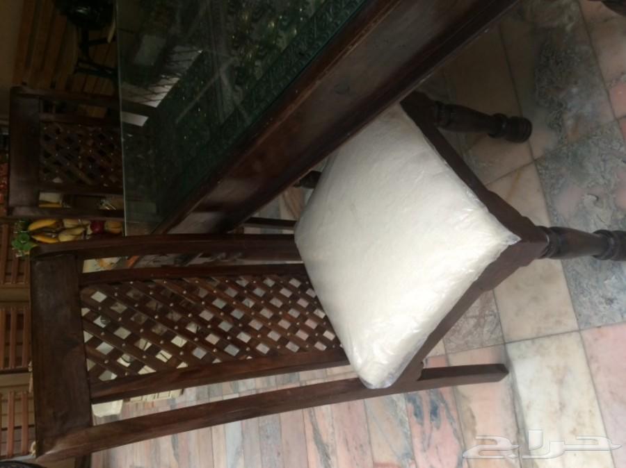 طاوله من خشب طبيعي مرصعه بالنحاس صناعه هنديه