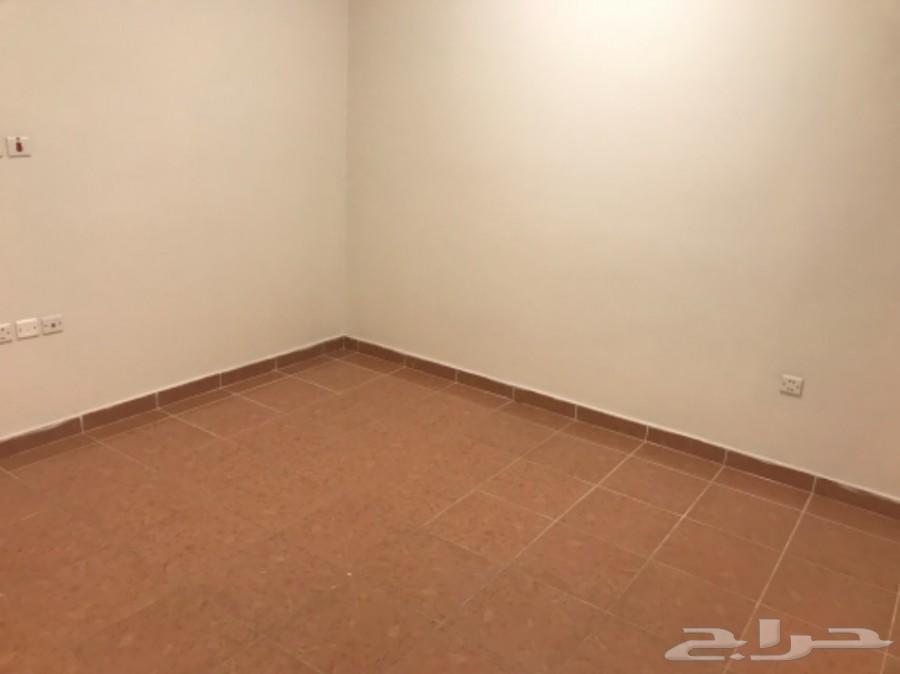 شقة فاخره للإيجار 3 غرف وصالة بي سعر ممتاز