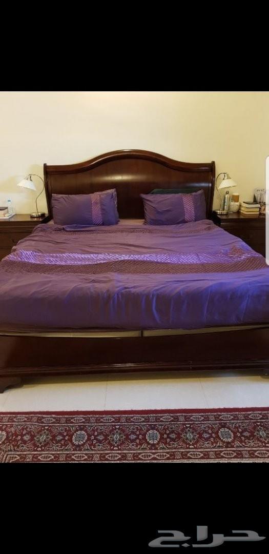 للبيع سرير وعدد 2 كوميدينا وتسريحه