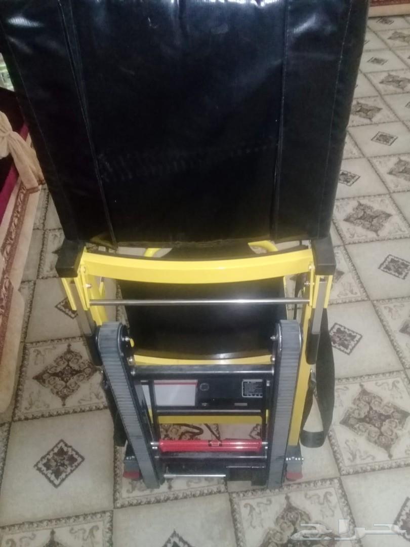 كرسي متحرك كهربائي لصعود الدرج