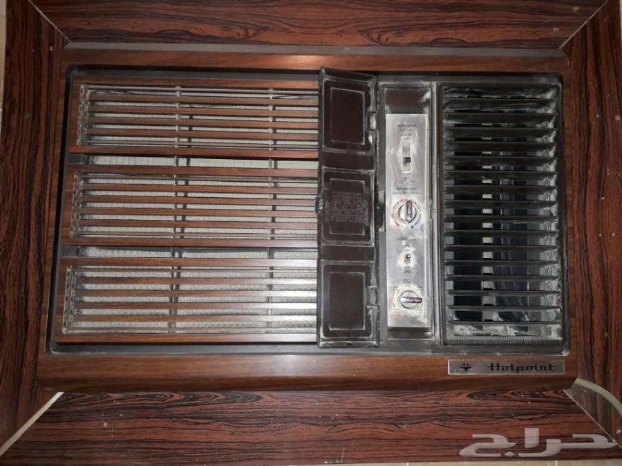 ثلاثة مكيفات اسبليت واثنين مكيفات شباك LG