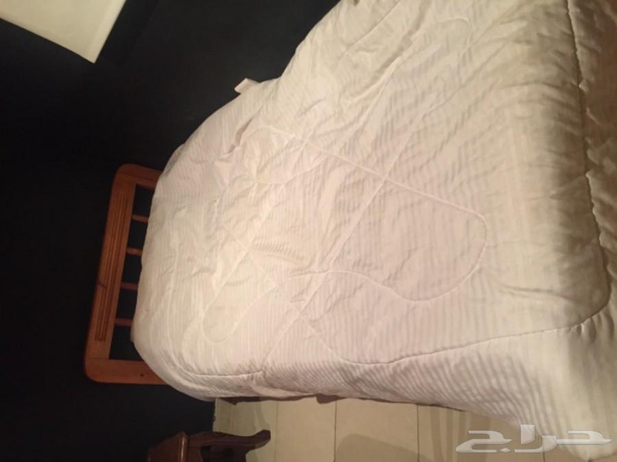 سرير مفرد للبيع عرض 90  في 2 متر خشب ب200