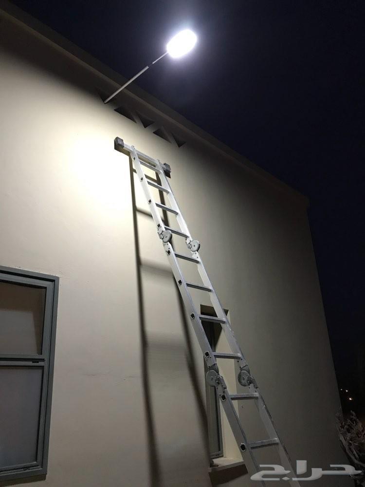 انارة جدارية بعمود 1100 شمعة طاقة شمسية