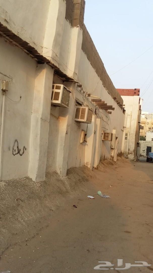 بيت شعبي للبيع في حي العزيزيه
