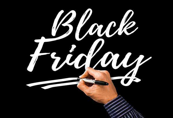 Scritta Black Friday su sfondo nero