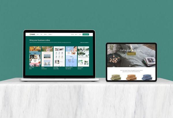 shopify schermate pc e tablet su sfondo verde scuro