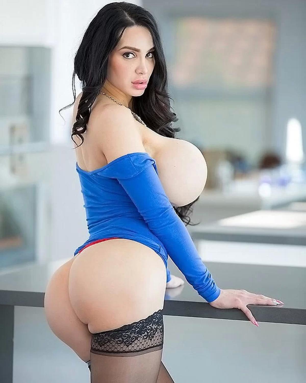 L'apparence est cruciale si une femme veut choper un mec. Et de gros nichons et de grosses fesses sont essentiels.