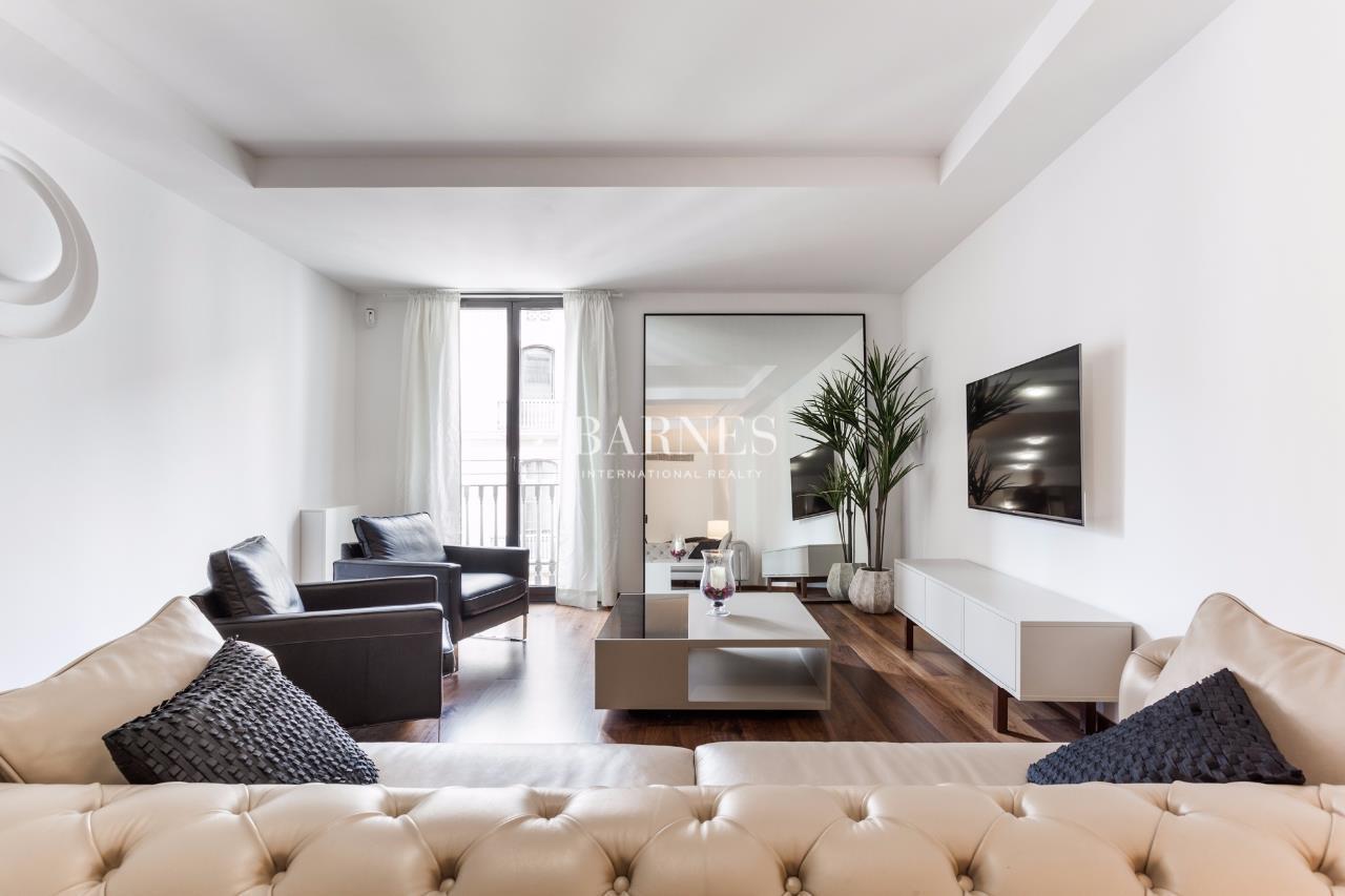 Appartement meubl deux pas de la plaza catalunya for Meuble barcelona