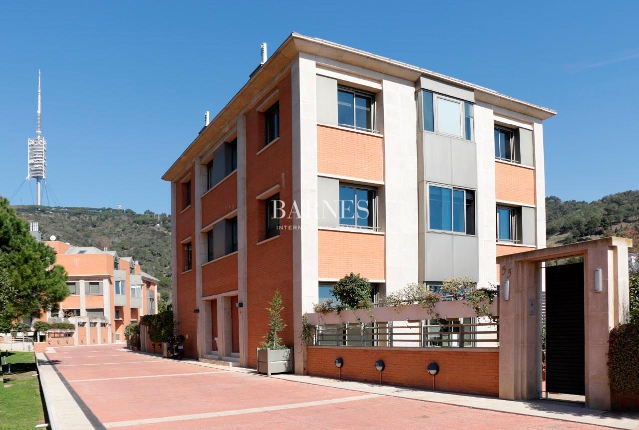 Maison contemporaine de 295 m avec vue incroyable sur la - La maison barcelona ...