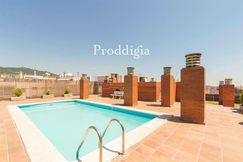 Fabuloso piso con gran terraza, piscina y parking