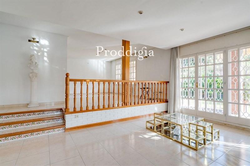 Gran casa de 5 habitaciones y piscina en Mirasol buen estado