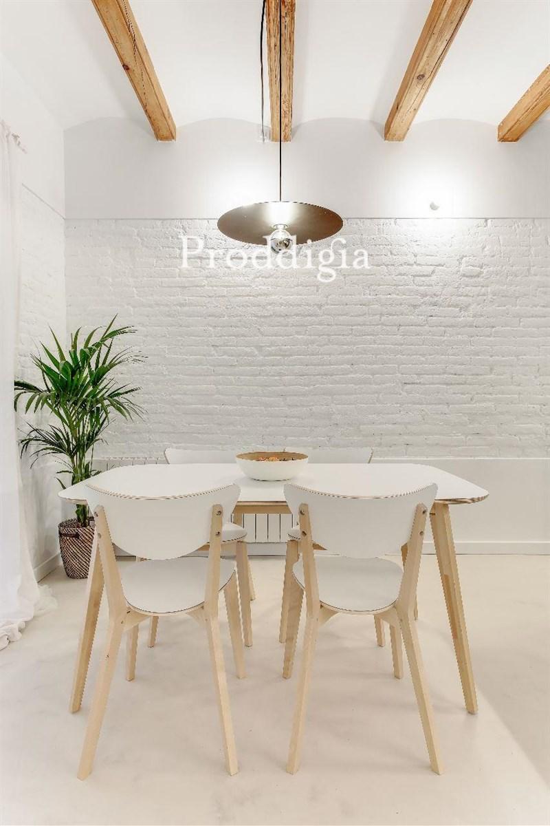 Precioso piso reformado en el Eixample