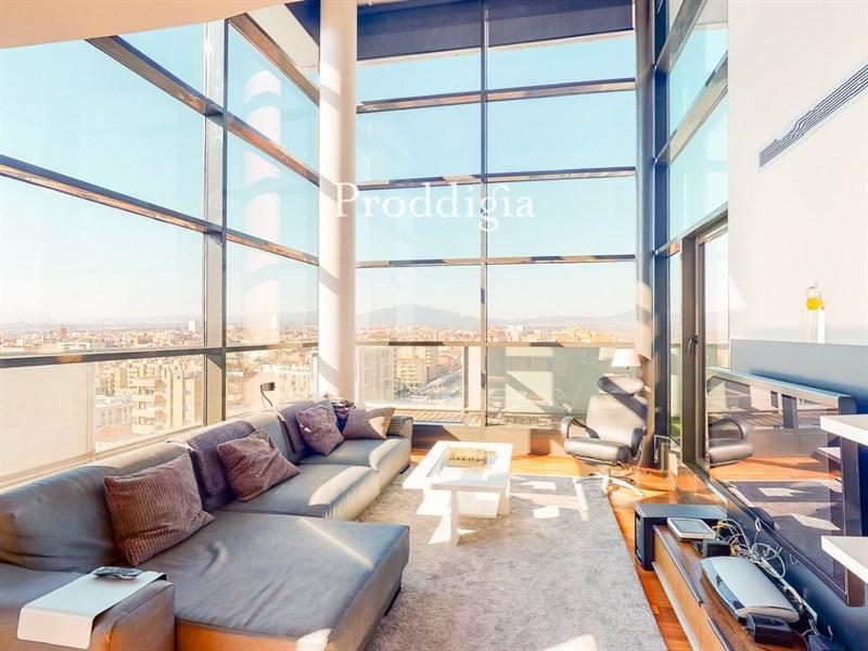 Impresionante ático dúplex con vistas espectaculares, el mejor piso de Sabadell