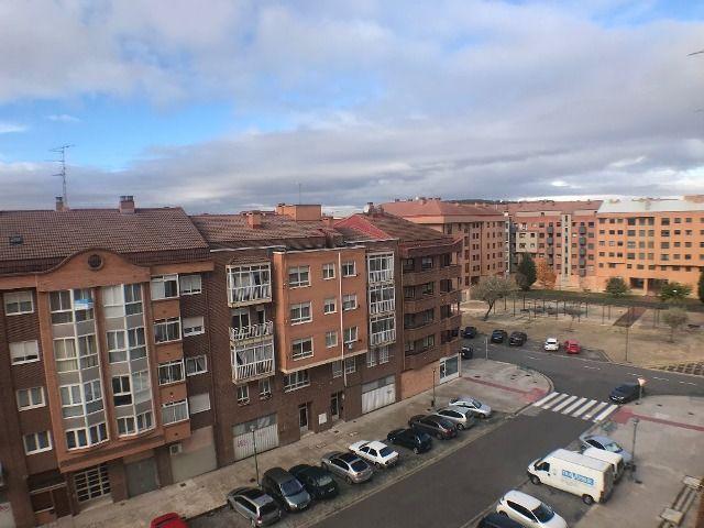 -eu-west-1.amazonaws.com/mobilia/Portals/inmoatrio/Images/3615/2214392