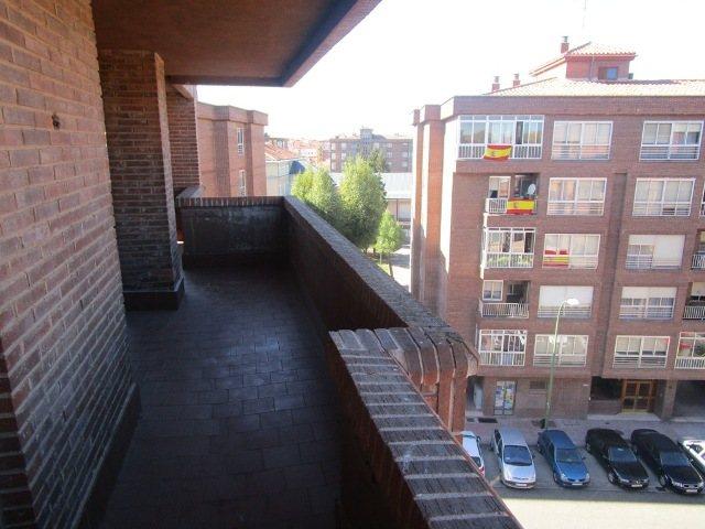 -eu-west-1.amazonaws.com/mobilia/Portals/inmoatrio/Images/3639/2214935