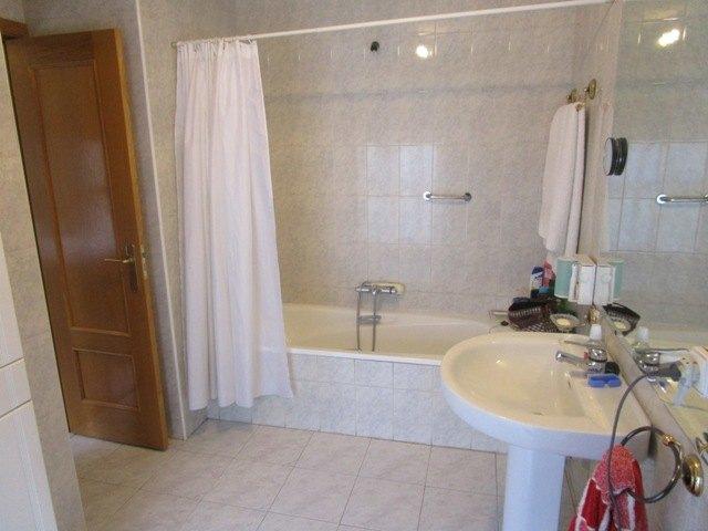 -eu-west-1.amazonaws.com/mobilia/Portals/inmoatrio/Images/3647/2215105