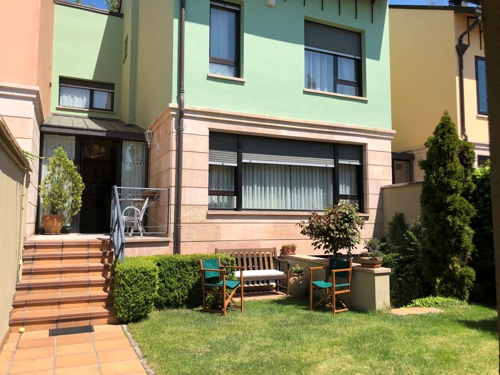 -eu-west-1.amazonaws.com/mobilia/Portals/inmoatrio/Images/4453/2229767