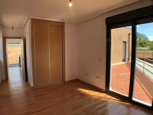 -eu-west-1.amazonaws.com/mobilia/Portals/inmoatrio/Images/4481/2230531
