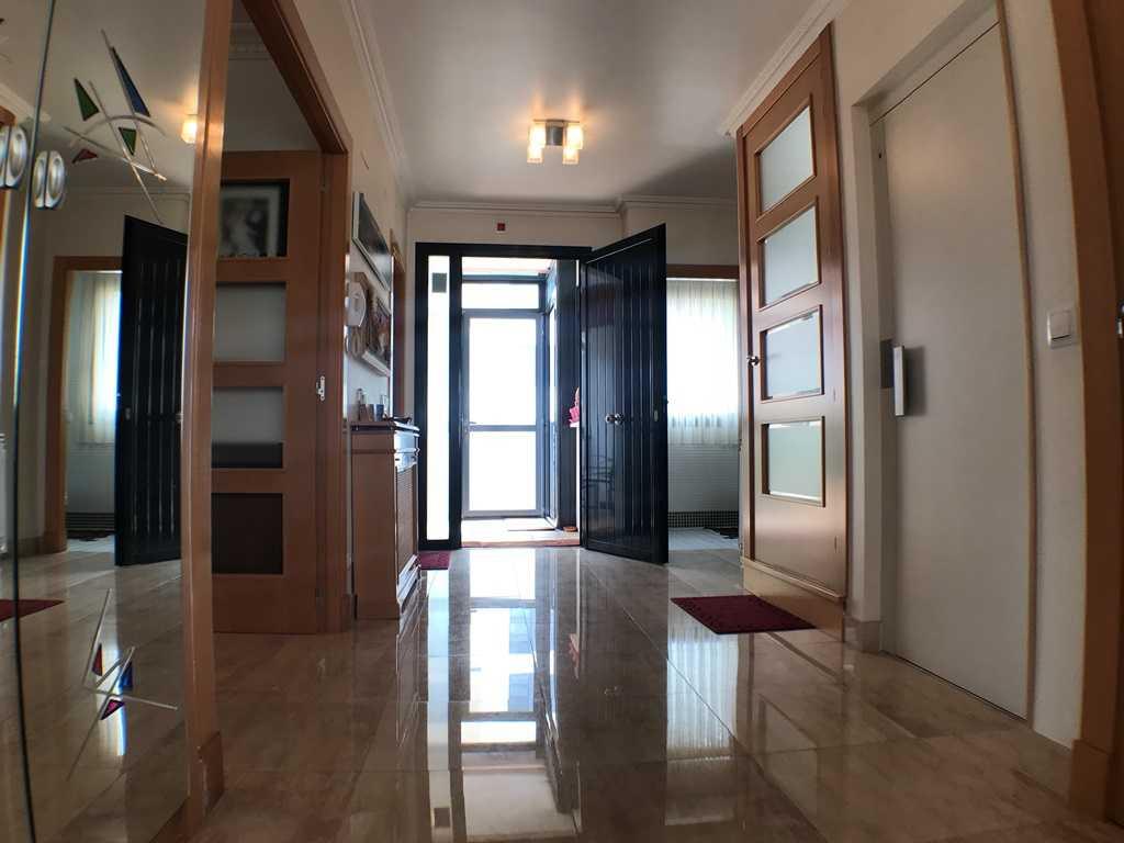 -eu-west-1.amazonaws.com/mobilia/Portals/inmoatrio/Images/4546/2232252