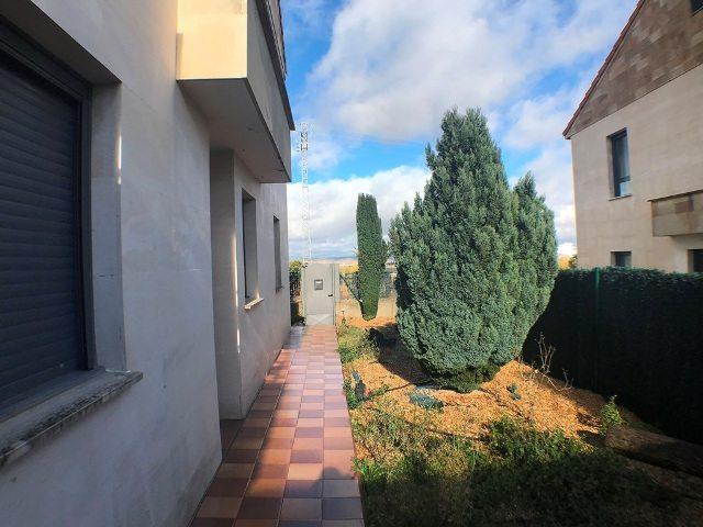 -eu-west-1.amazonaws.com/mobilia/Portals/inmoatrio/Images/5047/2242675