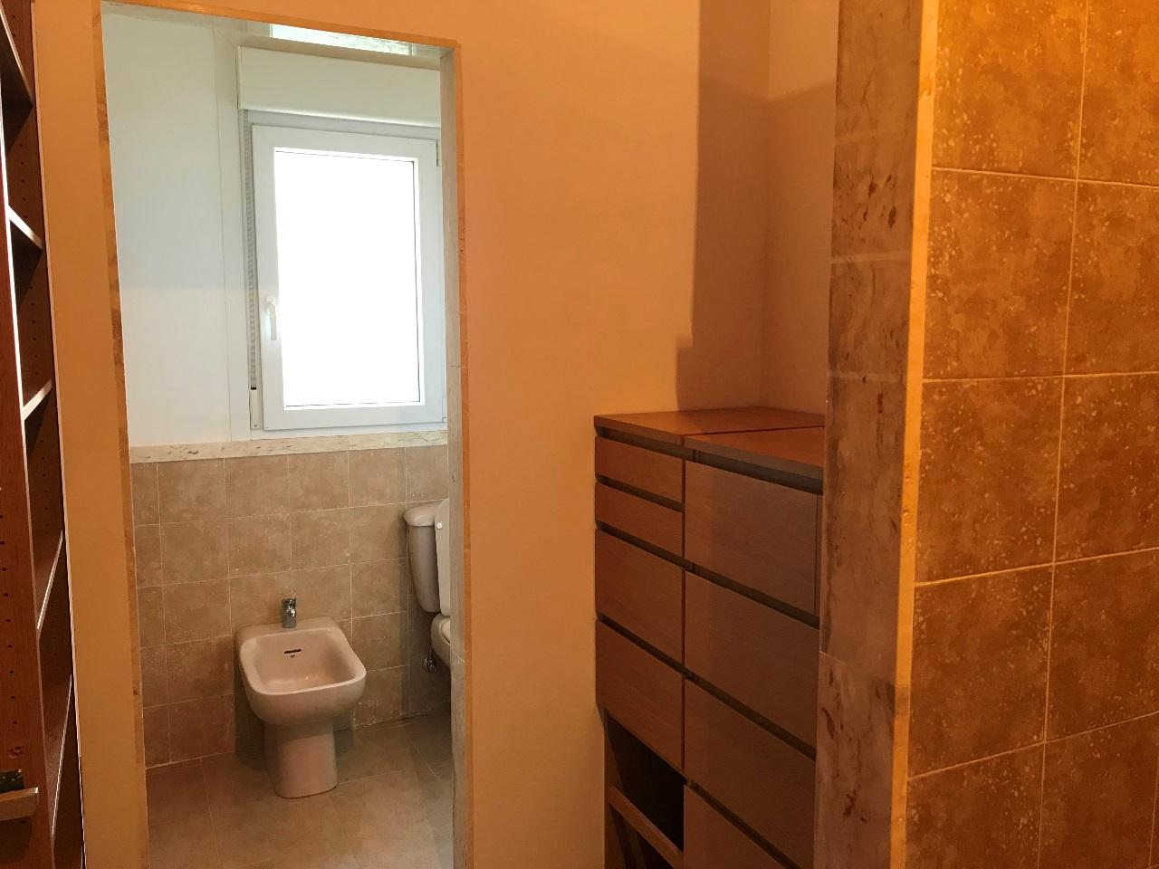 -eu-west-1.amazonaws.com/mobilia/Portals/inmoatrio/Images/5500/2575411