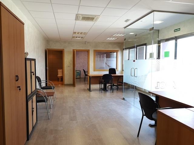 -eu-west-1.amazonaws.com/mobilia/Portals/inmoatrio/Images/5892/3096694