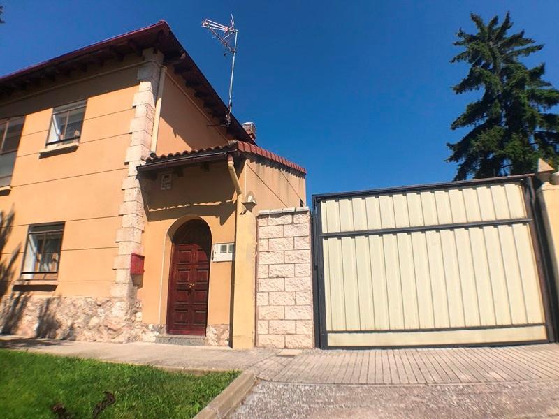 -eu-west-1.amazonaws.com/mobilia/Portals/inmoatrio/Images/5896/3272526