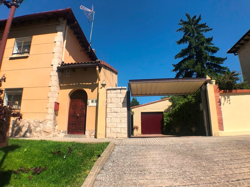 -eu-west-1.amazonaws.com/mobilia/Portals/inmoatrio/Images/5896/3272528