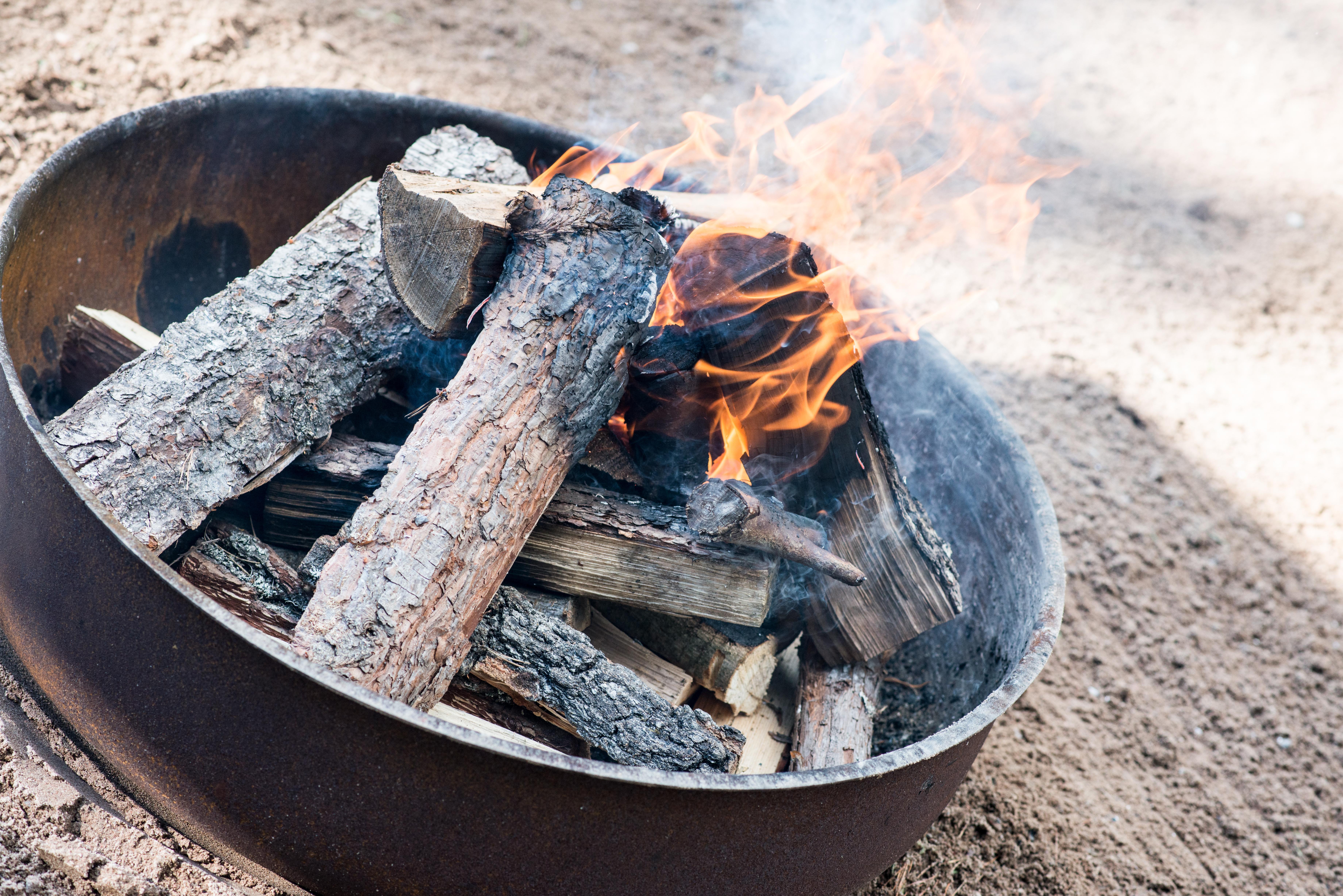 Roast Boss grytan som används som eldstad och en grill.