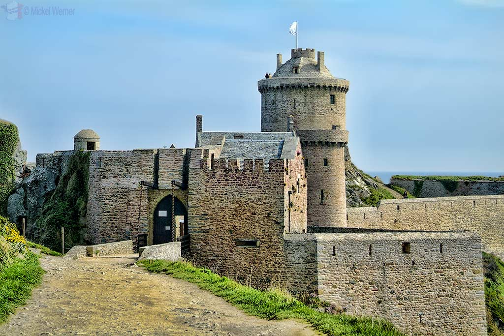 Castle-Plevenon-Fort-la-Latte-02.jpg