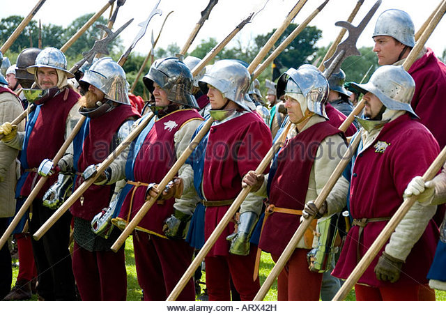 line-of-foot-soldier-infantry-with-pikestaffs-renactment-historic-arx42h.jpg