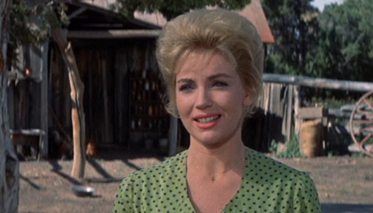 Joan O'Brien in The Comancheros