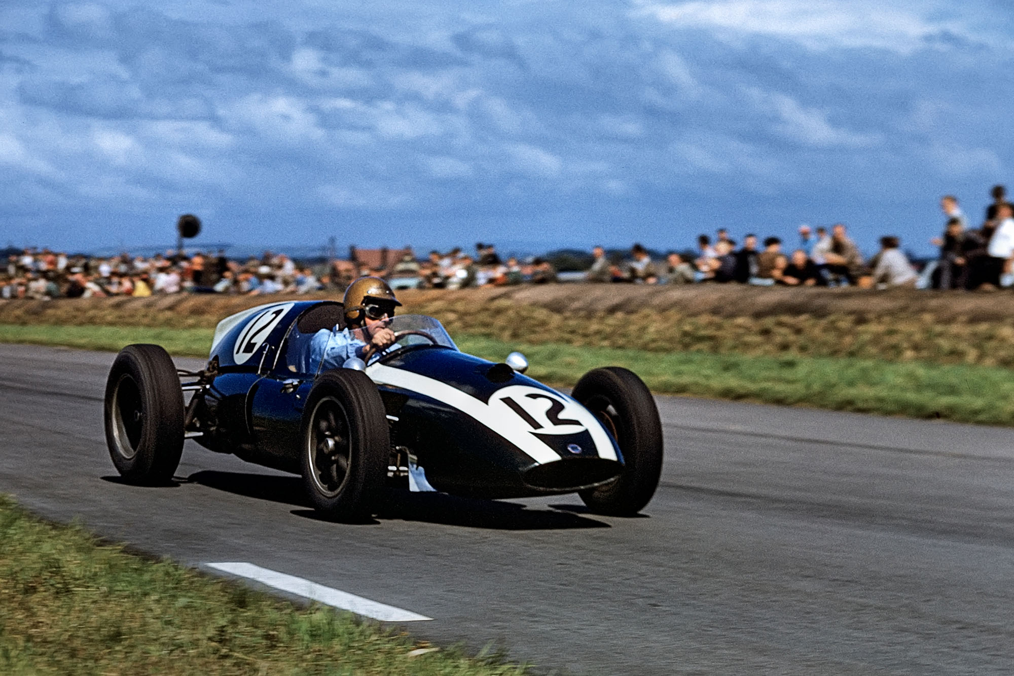 ack Brabham, Cooper-Climax T51, Grand Prix of Great Britain, Aintree, 18 July 1959. (Photo by Bernard Cahier/Getty Images)