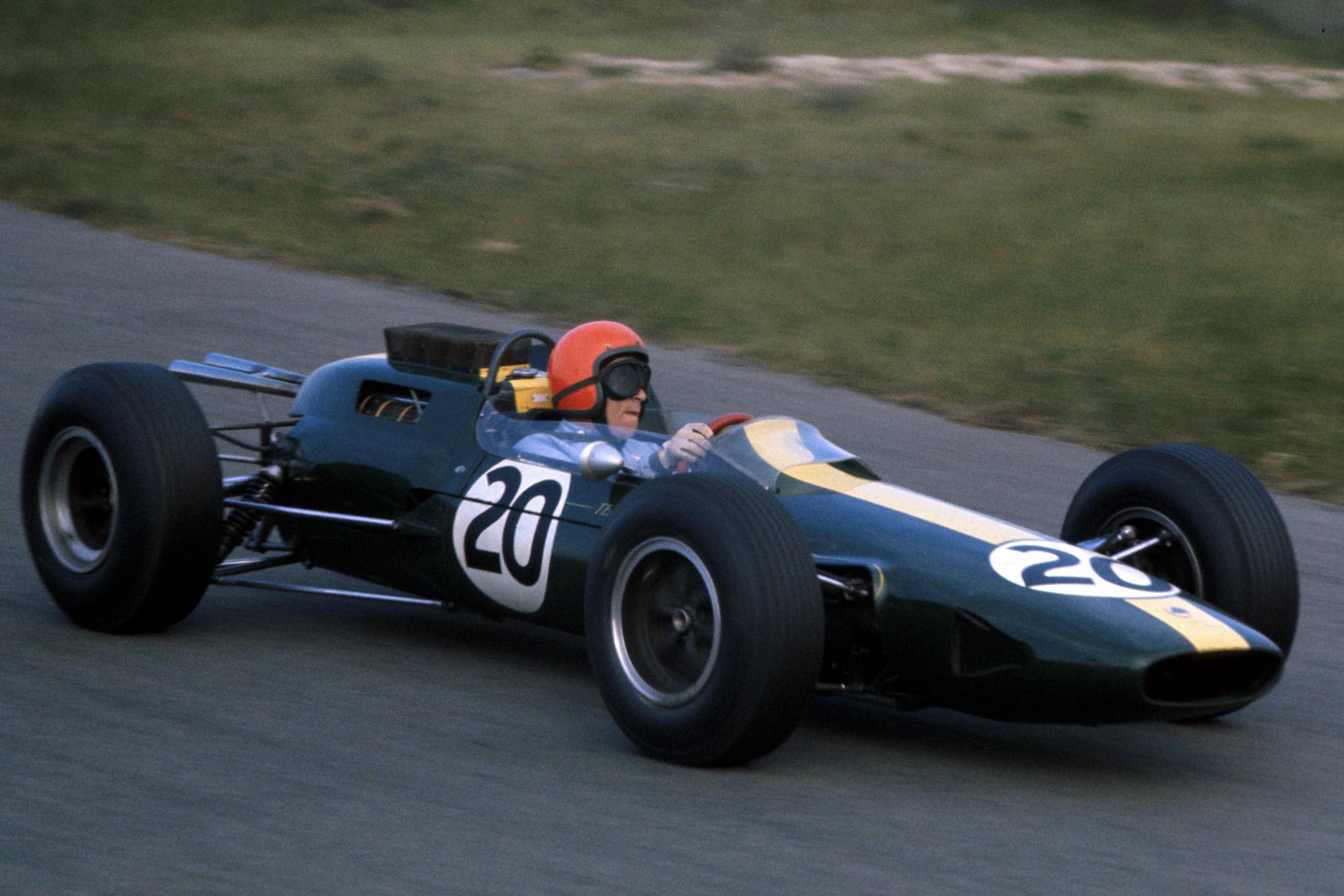 eter Arundell (GBR) Lotus 25.