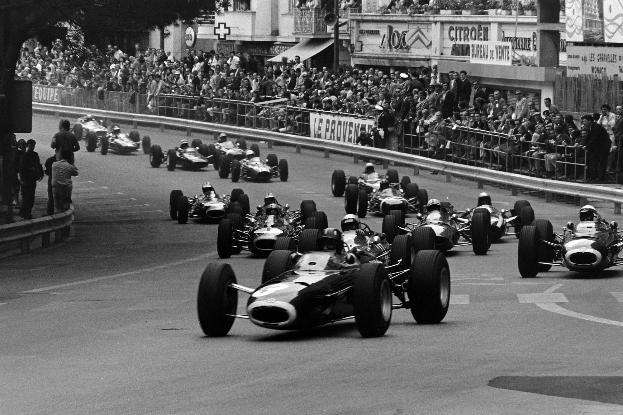 Graham Hill, BRM P261, leads the field away at the start.