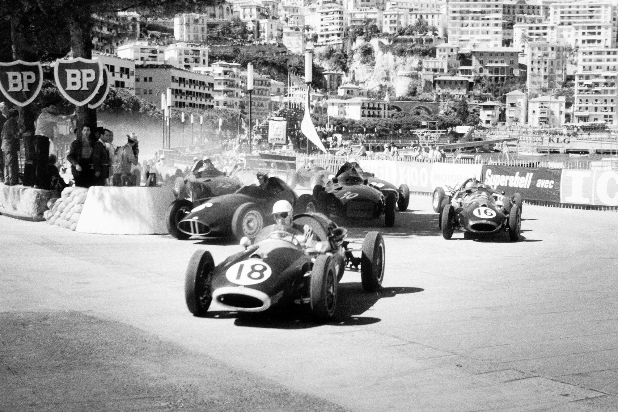 Cars scramble at the 1958 Monaco Grand Prix