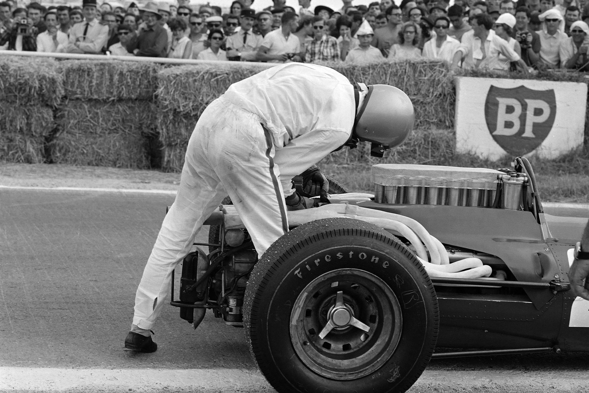 After suffering a throttle issue, Lorenzo Bandini utilises a piece of wire from a hay bale to attach to the engine and get him back to the pit lane.
