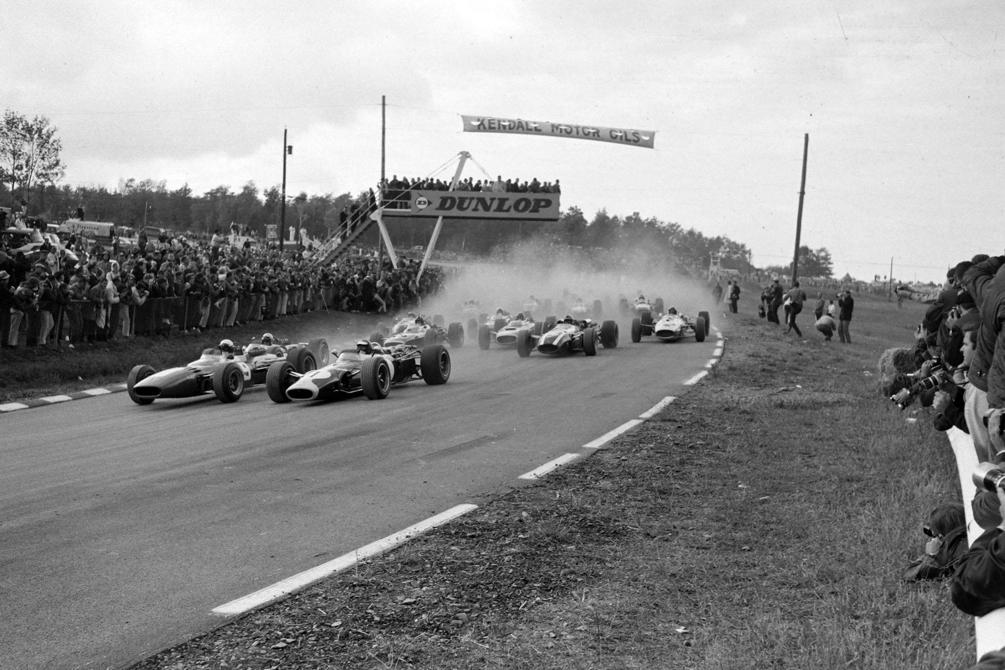 Jim Clark, Lotus 43 BRM, and Lorenzo Bandini, Ferrari 312, head the field.